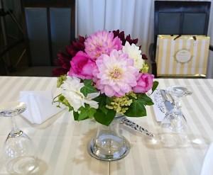 ダリアのテーブル装花
